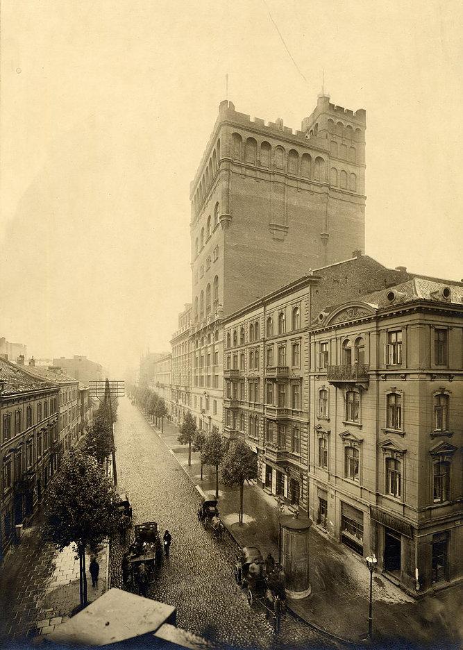 Drapacz chmur Cedergren (późniejsza PASTa) przy ul. Zielnej w Warszawie. Projekt Gustaw Issac Clason, realizacja Bronisław Brochwicz Rogoyski. 1908-1910