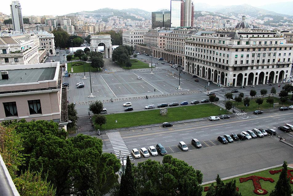 Genua. Centrum piazza della Victoria. Fot. Jerzy S. Majewski