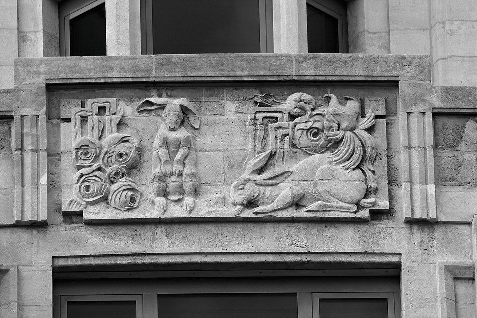 Antwerpia. Torengebouwen. Płaskorzeźba z królikami. Fot. Jerzy S. Majewski
