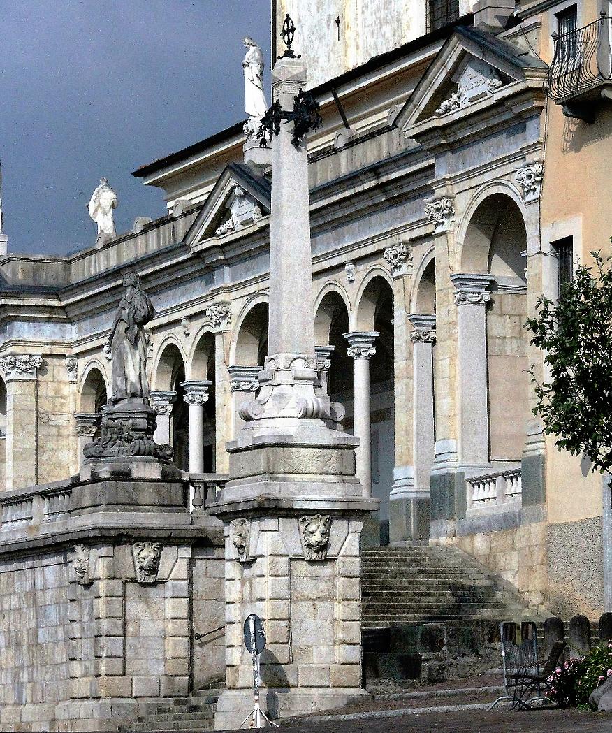 Taras i loggia bazyliki st. Maria Assunta sprawiają wrażenie dekoracji teatralnej. Fot. Jerzy S. Majewski