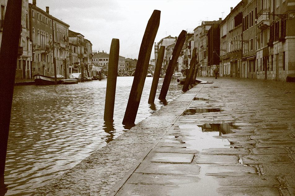 Wenecja. Canale di Cannaregio. W tle Ponte dei Tre Archi.Fot. Jerzy S. Majewski