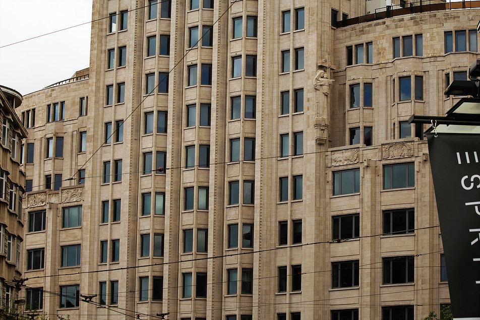 Antwerpia. Torengebouwen. Fragment środkowej partii fasady. Fot. Jerzy S. Majewski