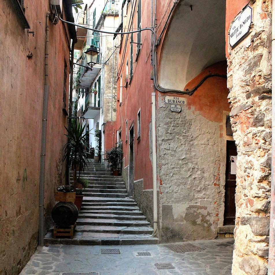 Ciasna uliczka w Monterosso al Mare. Fot. Jerzy S. Majewski
