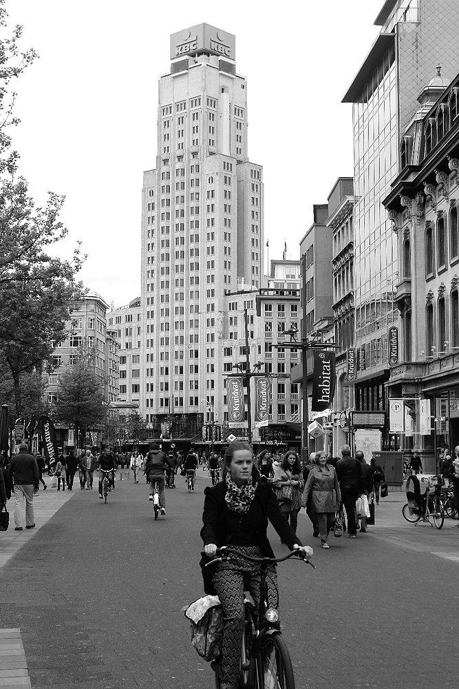 Antwerpia. Torengebouwen od strony ulicy Meir. Fot. Jerzy S. Majewski