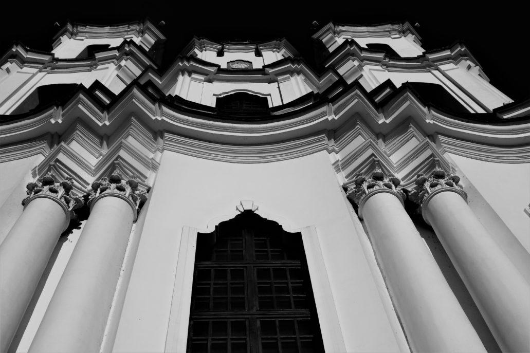 Witebsk. Józef Fontana. Falująca, barokowa fasada kościoła unickiego pw. Zmartwychwstania Pańskiego. Fot. Jerzy S. Majewski