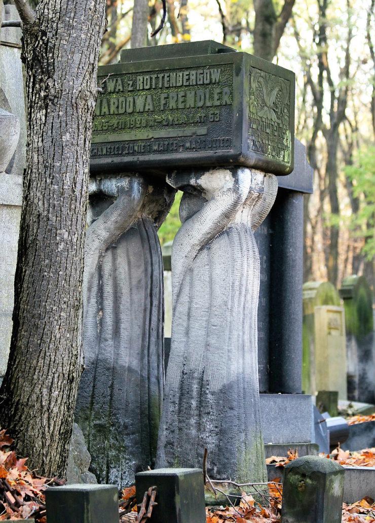 Warszawa. Cmentarz Żydowski. Nagrobek Ewy z Rottembergów Bernardowej Frendler zmarłej w 1928 r. Fot. Jerzy S. Majewski