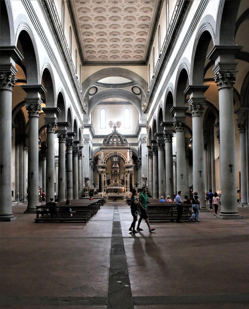 Florencja. San Spirito (kościół św. Ducha) Filippo Bruneleschi, rok 1435. Wnętrze nawy środkowej. Fot. Jerzy S. Majewski