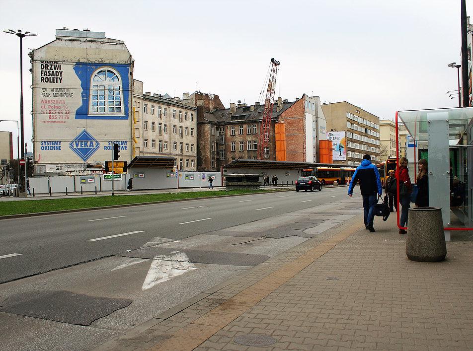 Warszawa. Polna Corner. Kamienica przy Jaworzyńskiej już bez oficyny w kwietniu 2016 r. Fot. Jerzy S. Majewski