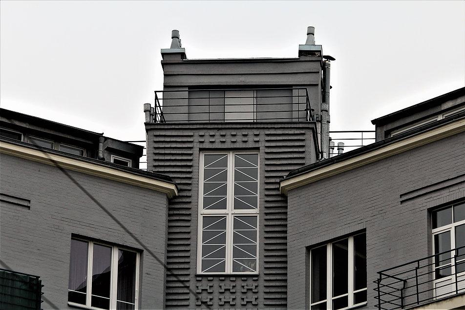 Warsaw. Warszawa. Residential house, 40 Grójecka street. Designed by W. Nałęcz Raczyński, 1931. Image by Jerzy S. Majewski Ul. Grójecka 40. Dom mieszkalny. Projekt arch. W. Nałęcz Raczyński. 1931 r. Fot. Jerzy S. Majewski