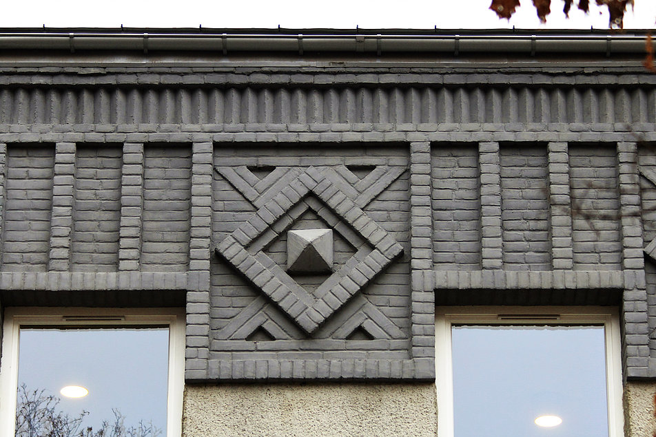 Warsaw. Warszawa. Former comb factory, 20 Chocimska street, 1920s. A close-up of a brick detail. Image by Jerzy S. Majewski Budynek dawnej fabryki grzebieni przy Chocimskiej 20. Lata 20. XX w. Ceglany detal. Fot. Jerzy S. Majewski